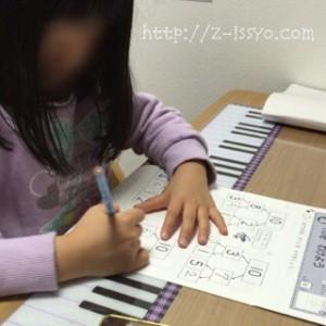 勉強に取り組む長女